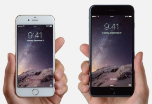 iPhone 6 and 6 Plus in hand comparison.