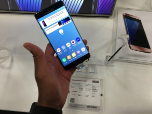 Galaxy Note 7, retail in hand.