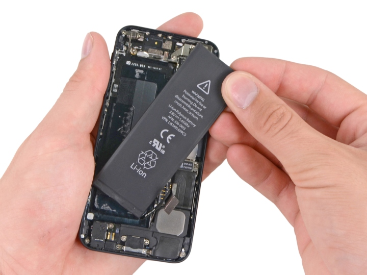 iPhone-5-battery-replacement-process-iFixit-001